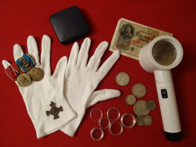 Münzzubehör: Das richtige Equipment für Numismatiker und Münzfreunde