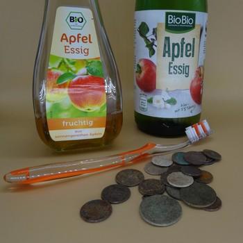 Münzen reinigen mit Essig
