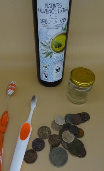 Münzen-reinigen-mit-Olivenöl